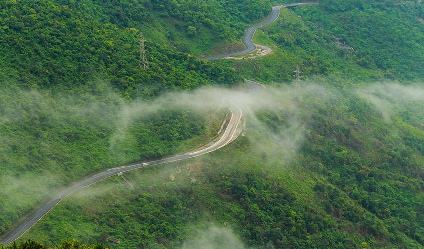 hai-van Danang to Dong Hoi by car