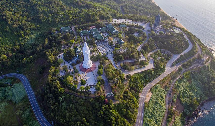 Linh ung pagoda = Son Tra Mountain