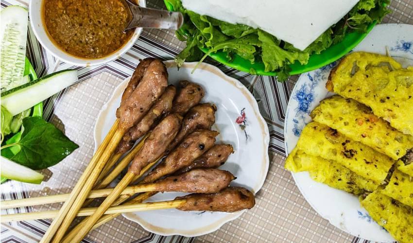 Fried Pancake and Lemongrass Pork Skewers - what to eat in Da Nang