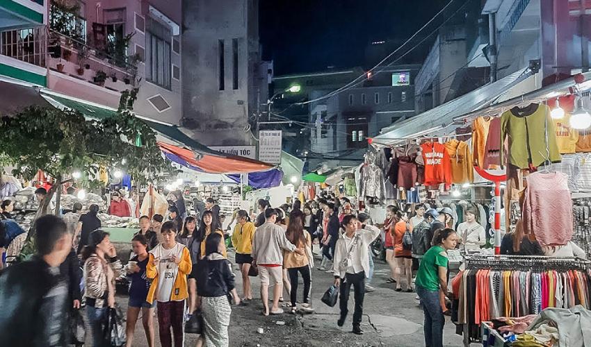 Le Duan Night Market