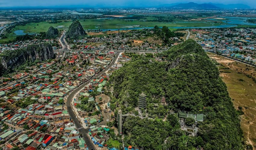 where is ngu hanh son mountain?