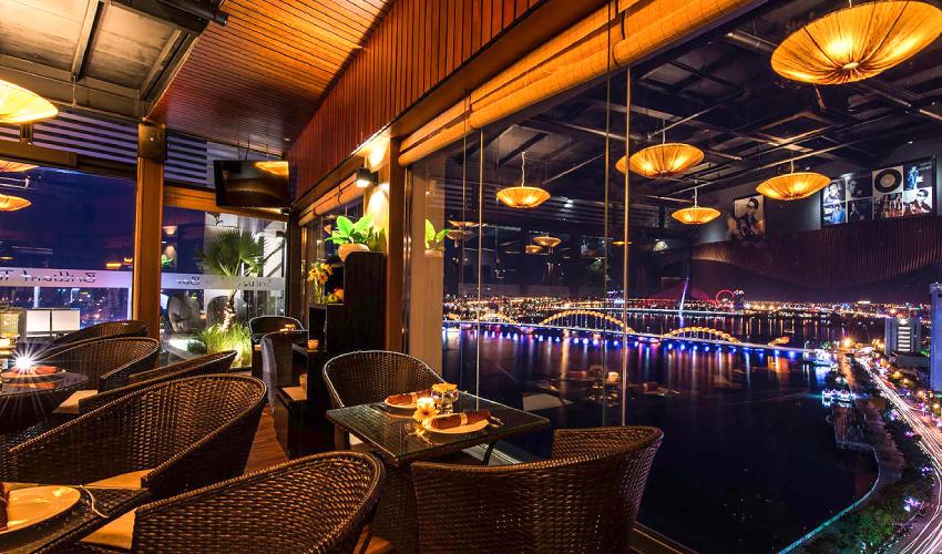 Write's Bar at Vinpearl Da Nang resort and villas