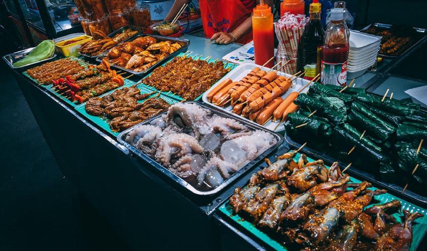 hoa khanh night market