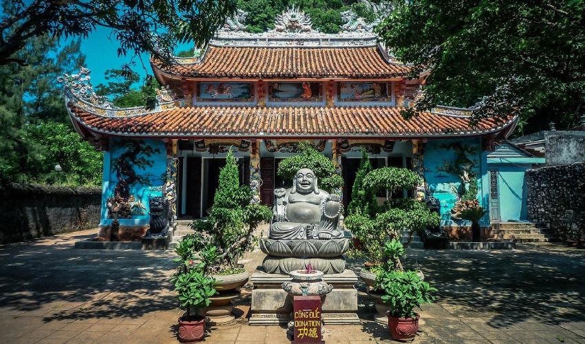 tam thai pagoda ngu hanh son mountain