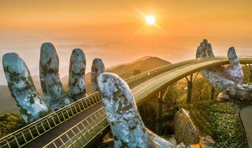 Golden Bridge - Love Lock Bridge Da Nang
