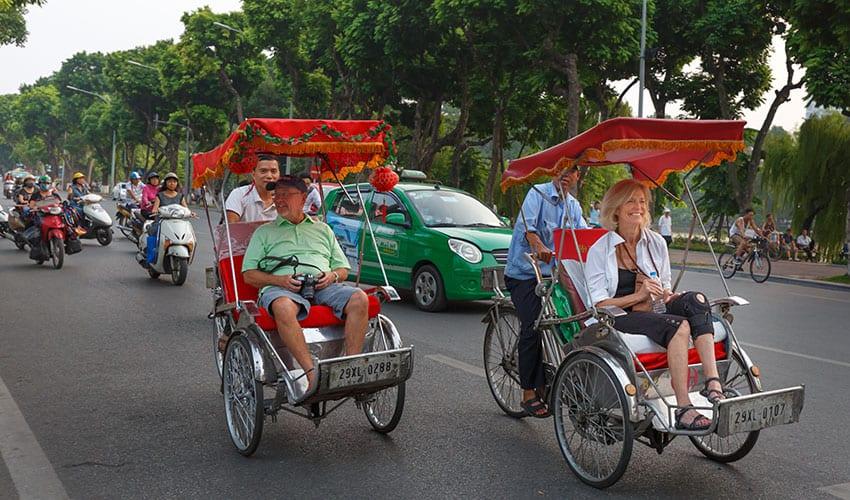 Cyclo-tourist-on-a-street-in-Hanoi