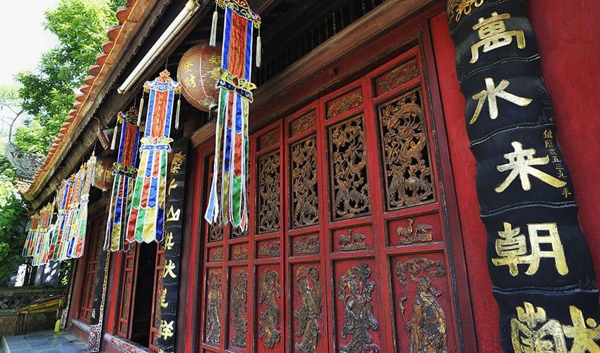 Decorated-Pavillion-at-the-Perfume-Pagoda