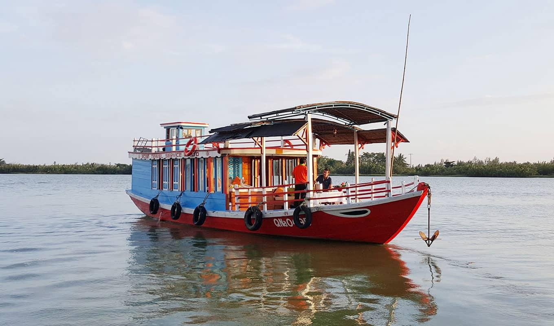 boat-on-Thu-Bon
