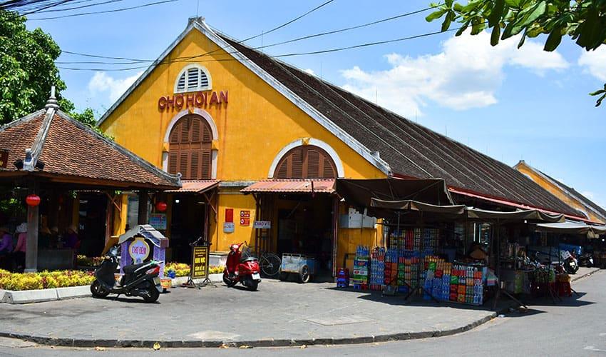hoi an center market in Hoi An Ancient Town