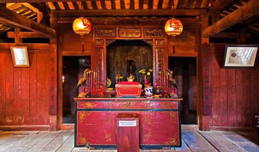 shrine inside the Japanese in covered bridge hoi an