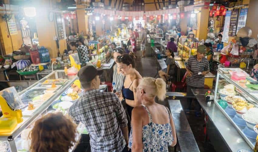 visit market in hoi an