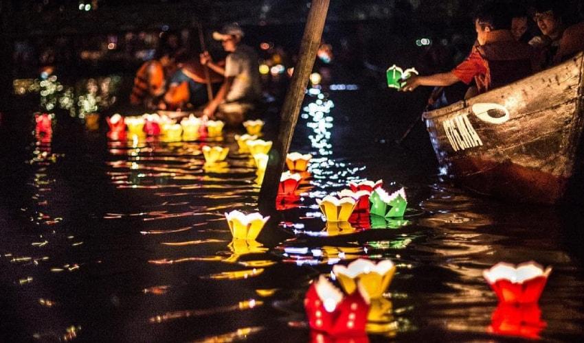Hoi An Lantern Festival in thu bon river