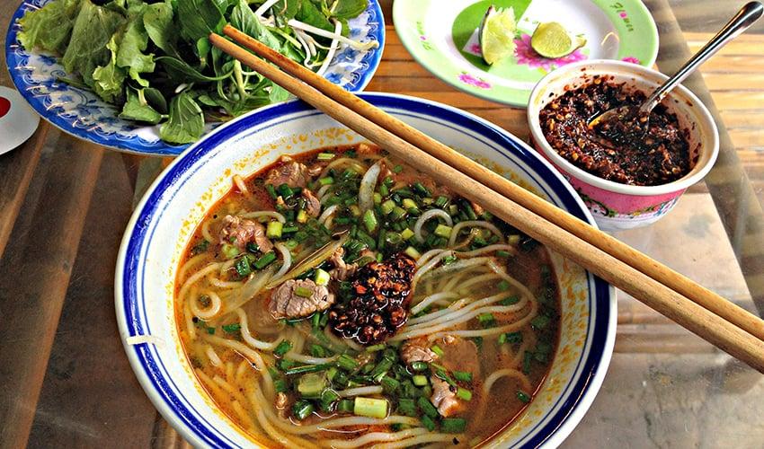 bun bo hue - eat in Hue