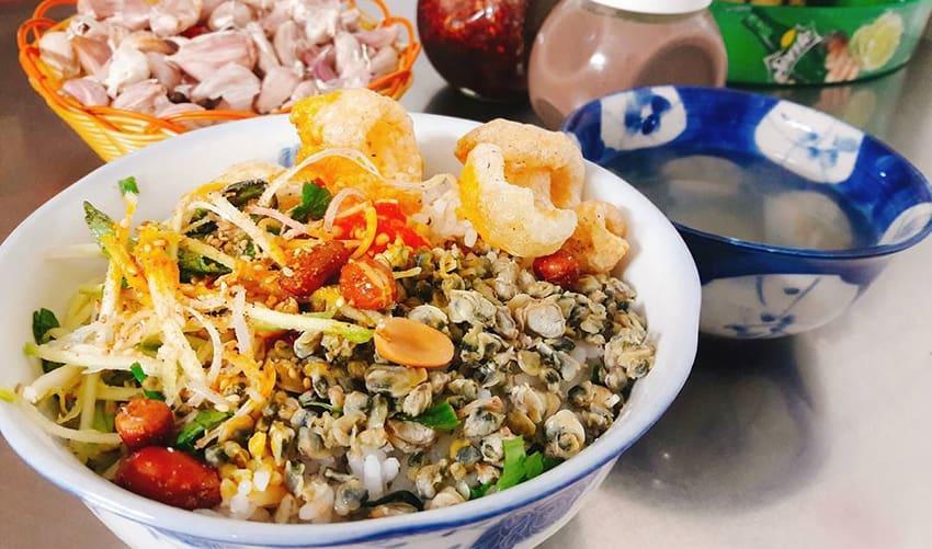 com hen - eat in Hue