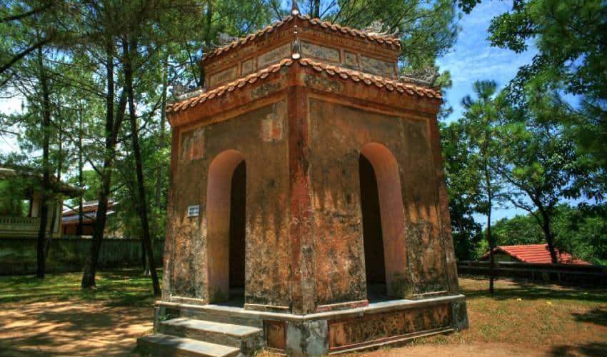 Dai Hong Chung in Thien Mu Pagoda