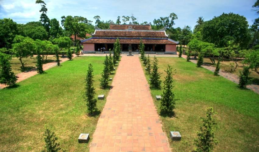 Dai Hung Shrine in Thien Mu Pagoda