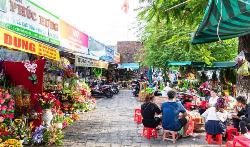 outside dong ba market