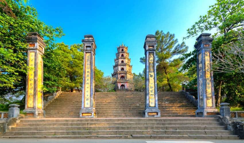 staircase thien mu pagoda