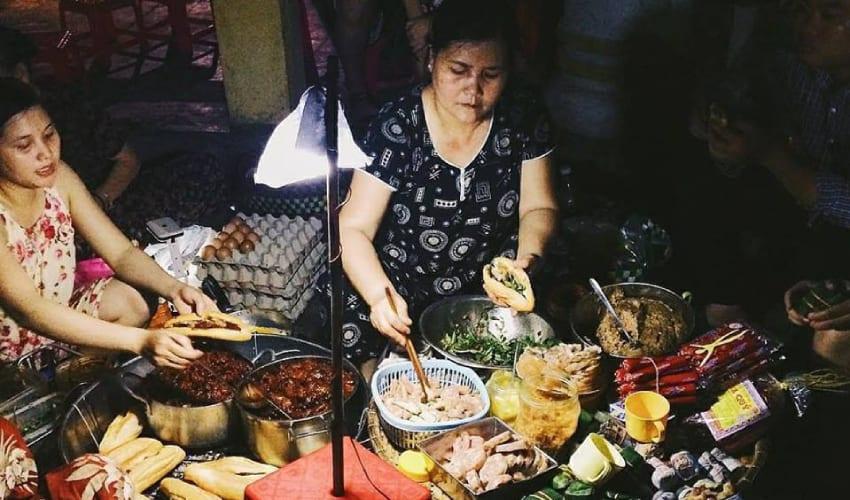 Street Food on Nguyen Dinh Chieu Street - hue nightlife