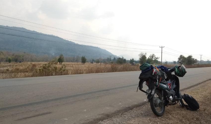 go to lao bao border