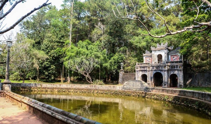 tu hieu pagoda - Introduce Hue City